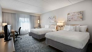 Courtyard by Marriott-Broadway